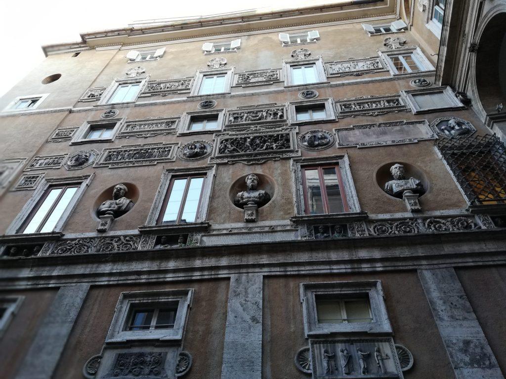 façade du palais Mattei di Giove à Rome