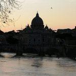basilique de saint Pierre vue du Tibre
