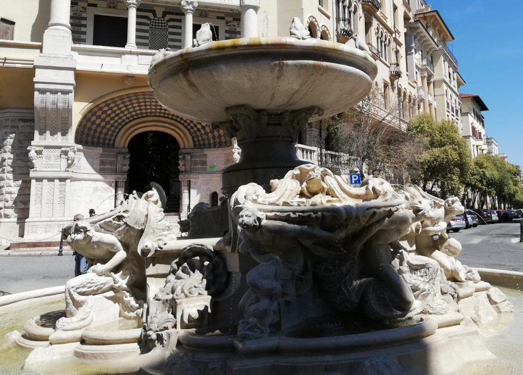 fontaine des grenouilles
